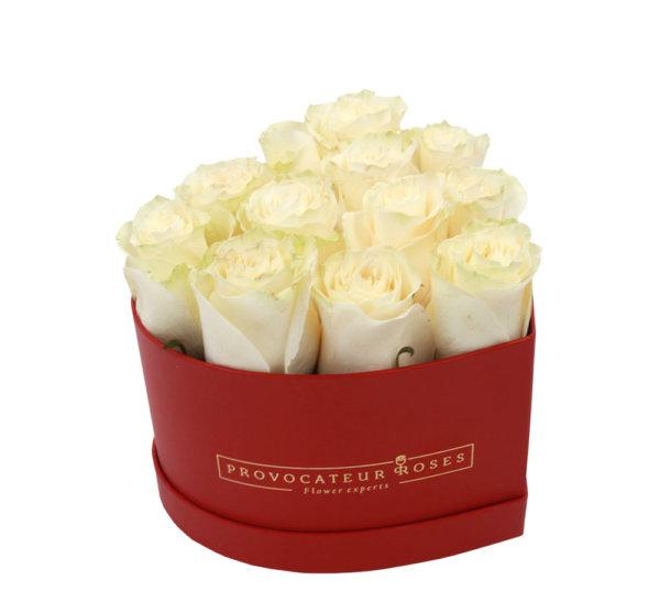 Caja corazon rosas frescas blancas